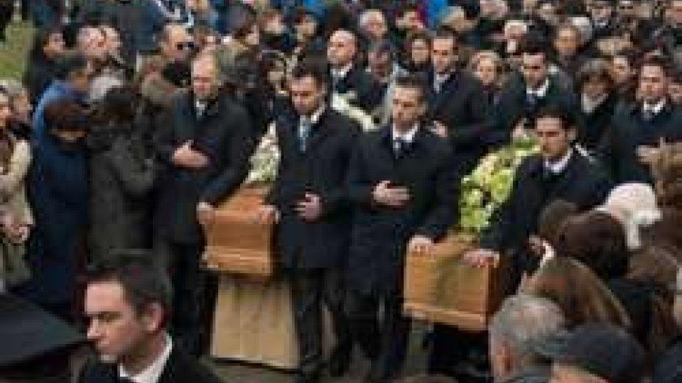 i primi funerali delle vittime