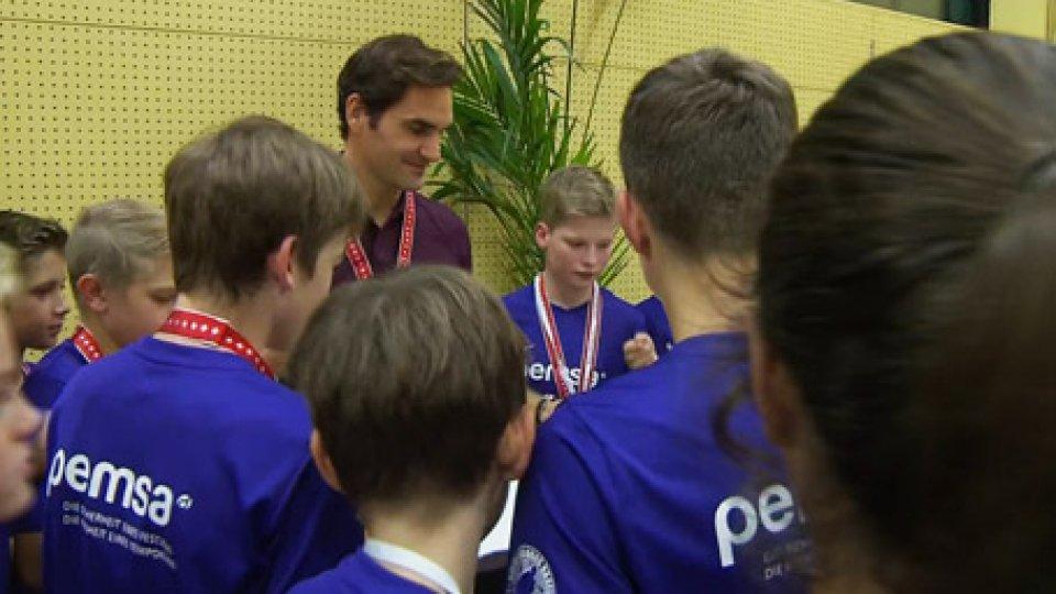 Federer offre la pizza ai raccattapalleFederer: il campione che a Basilea offre la pizza ai raccattapalle
