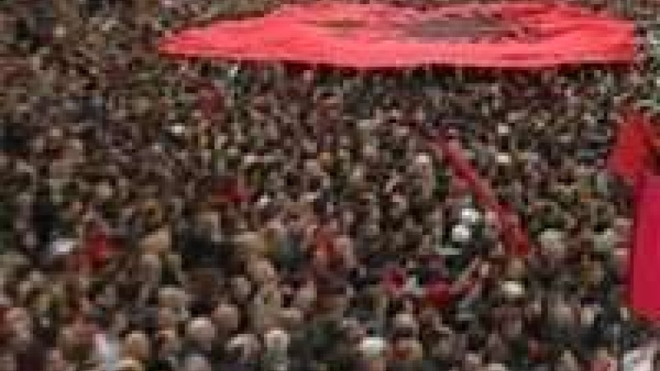 Albania. 18 tonnellate di torta per festeggiare 100 anni d'indipendenza