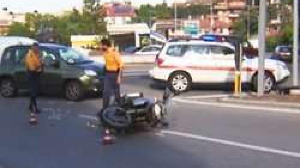 Scontro tra auto e moto a Borgo Maggiore, motociclista non sarebbe grave