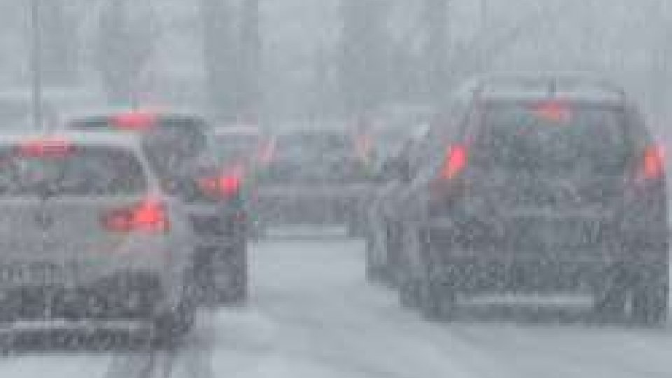Meteo: ricomincia a nevicare con intensità su tutto il territorio. Difficile il traffico nei Castelli più bassi
