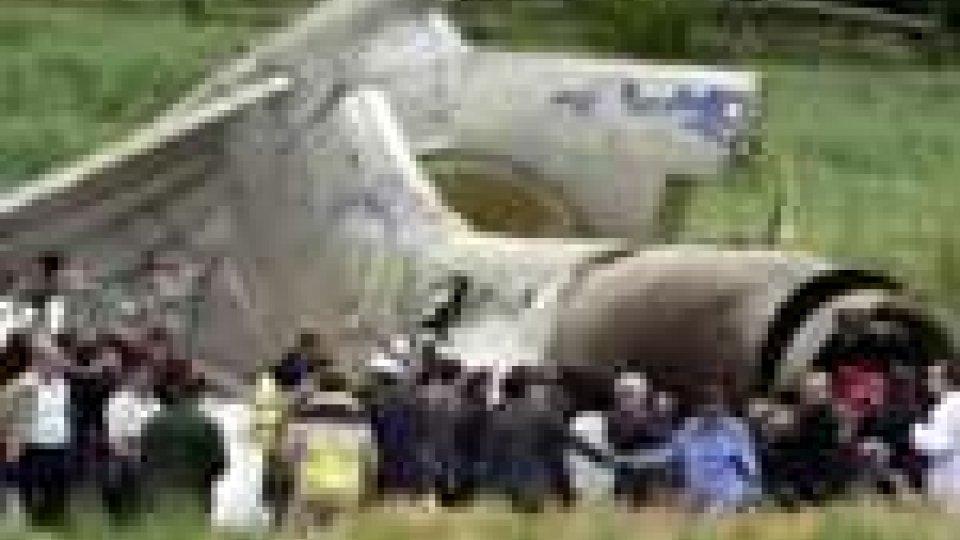 Tragedia in Libia: aereo si schianta a Tripoli