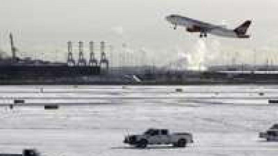 Usa: ancora maltempo nel nordest, più di 7.000 voli cancellati