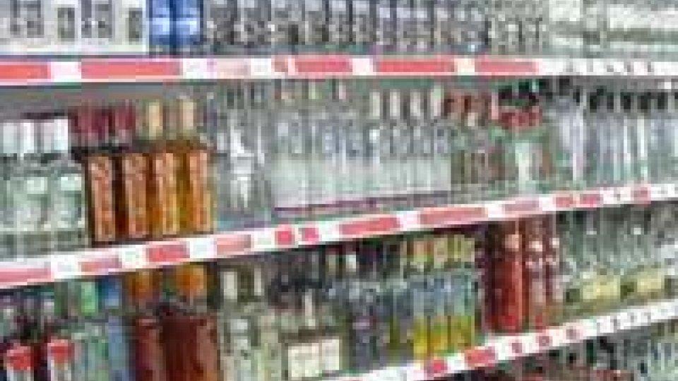 Vendita abusiva di alcol, la Prefettura chiude per 30 giorni il minimarket di viale Vespucci