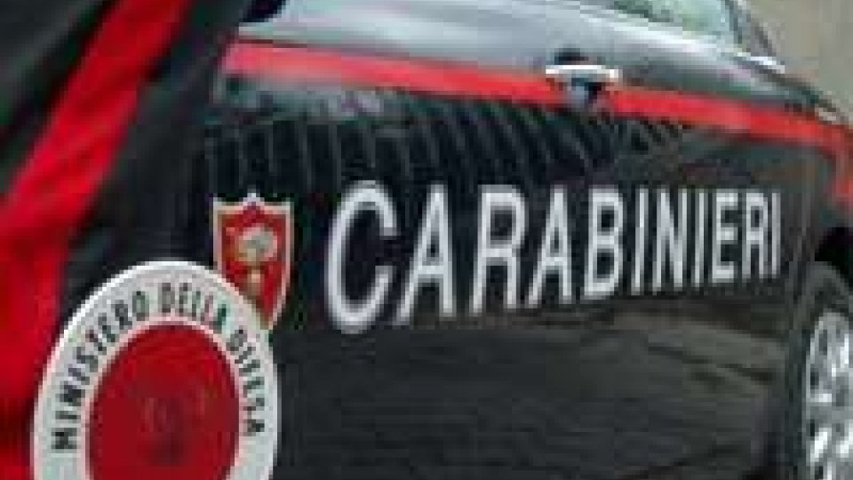 Effusioni coppia 'rumorose' e vicino origlia,intervengono Carabinieri