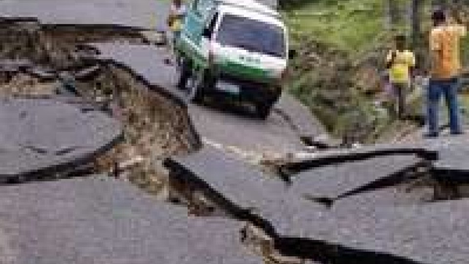 Nepal, nuova scossa di terremoto. Il numero delle vittime sale a 2.300, 6 mila i feriti