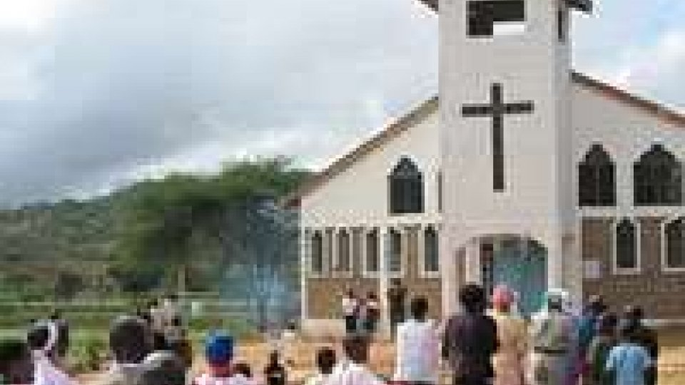 Kenia: bomba contro messa dei piccoli