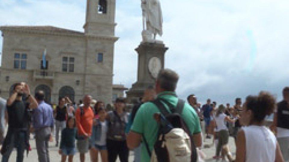 Turisti sul PianelloSan Marino festeggia la giornata mondiale del turismo