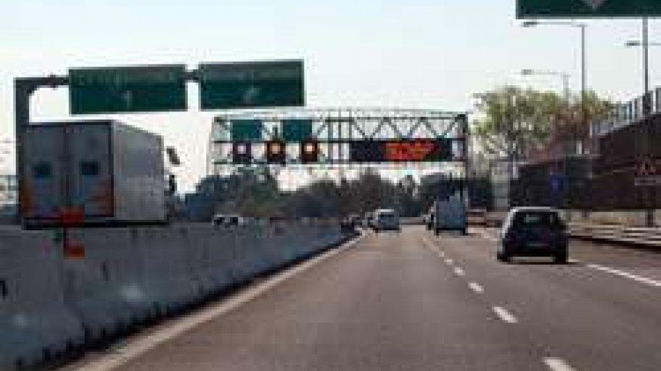 Incidente fra tre auto in A14 nord in Romagna: feriti e code
