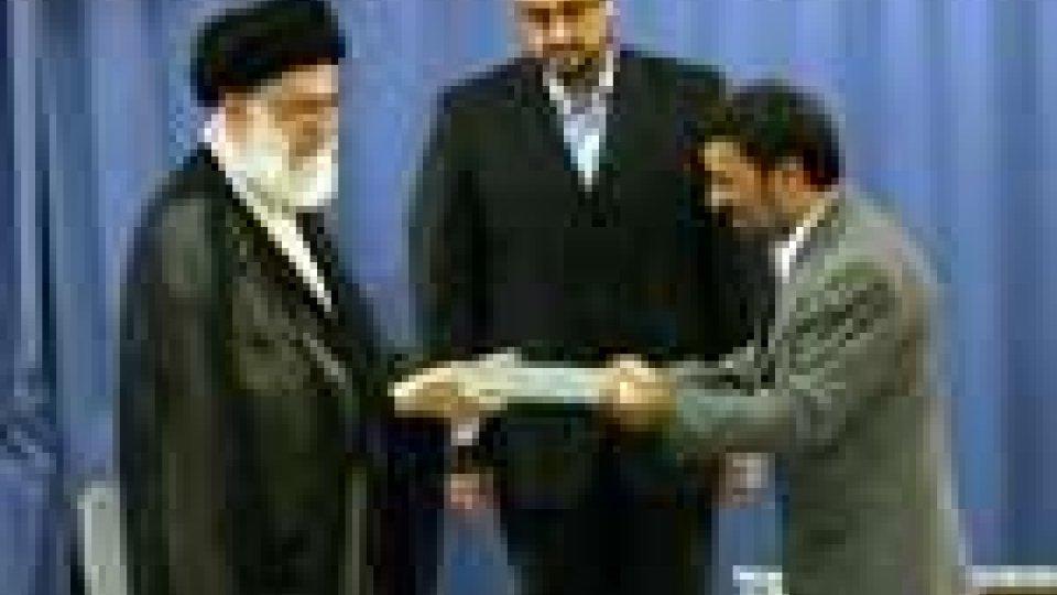 Ahmadinejad presta giuramento