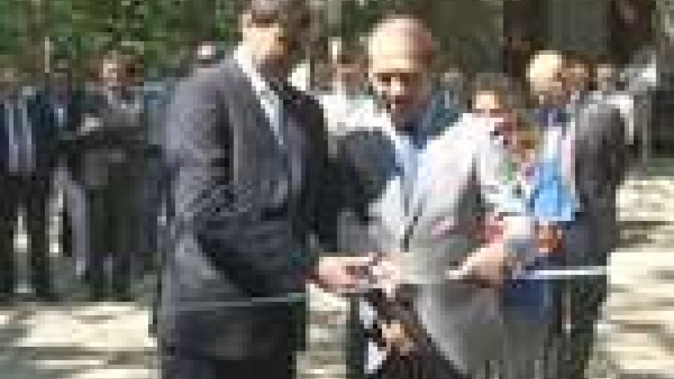 I Capitani Reggenti tagliano il nastroLa Reggenza in visita alla colonia sammarinese di Chiusi della Verna