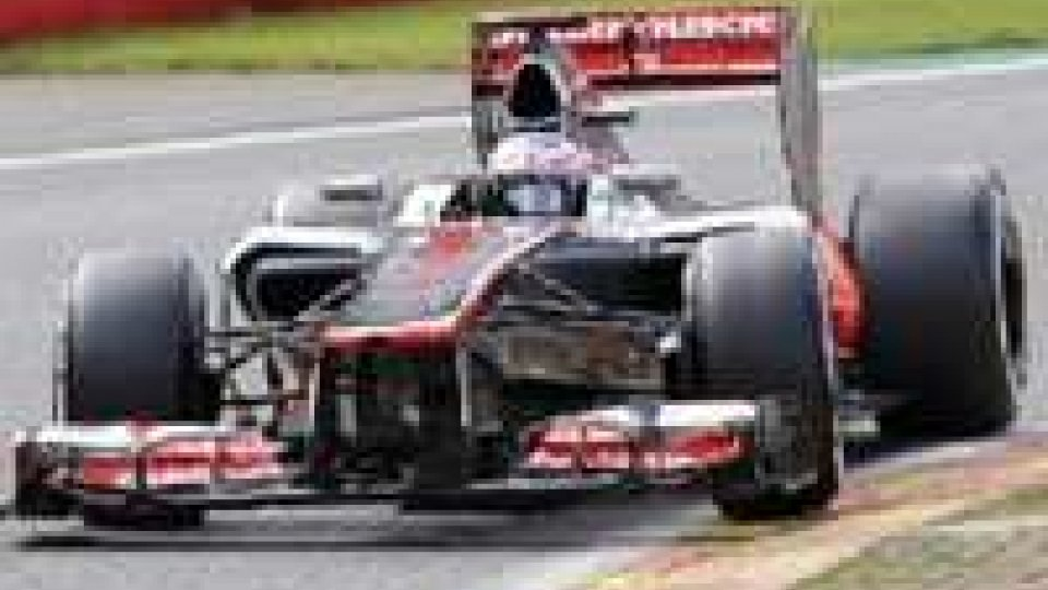Il GP della sorte: Alonso fuori, pista libera a Button e Vettel