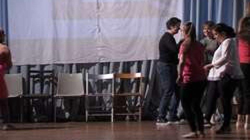 """i ragazzi della Fondazione Centro anch'io""""Momenti di Magica quotidianità"""" sul palco i ragazzi della Fondazione Centro anch'io"""