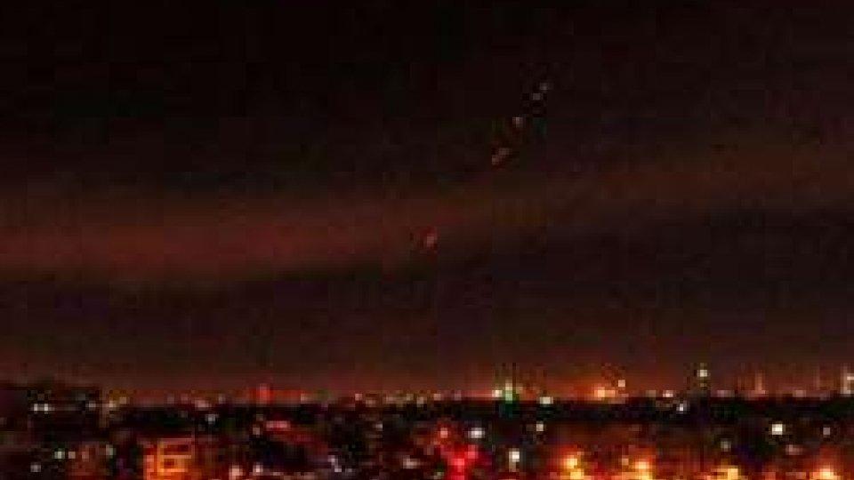 Siria: raid Usa a Damasco e Homs. Russia annuncia reazione