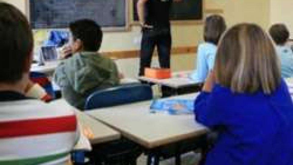Mamma irrompe nella scuola figlio e fa lezione