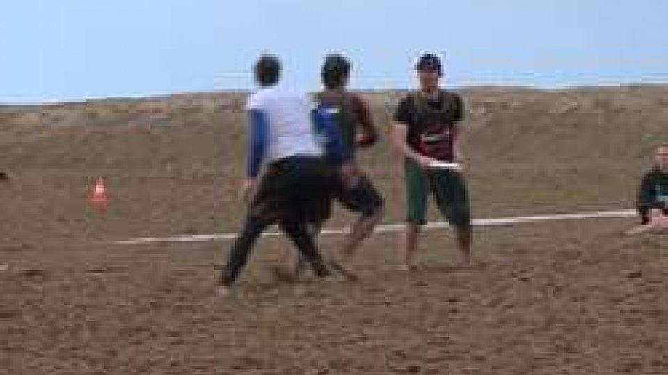 Paganello Beach Ultimate: frisbee sotto la pioggiaPaganello Beach Ultimate: frisbee sotto la pioggia