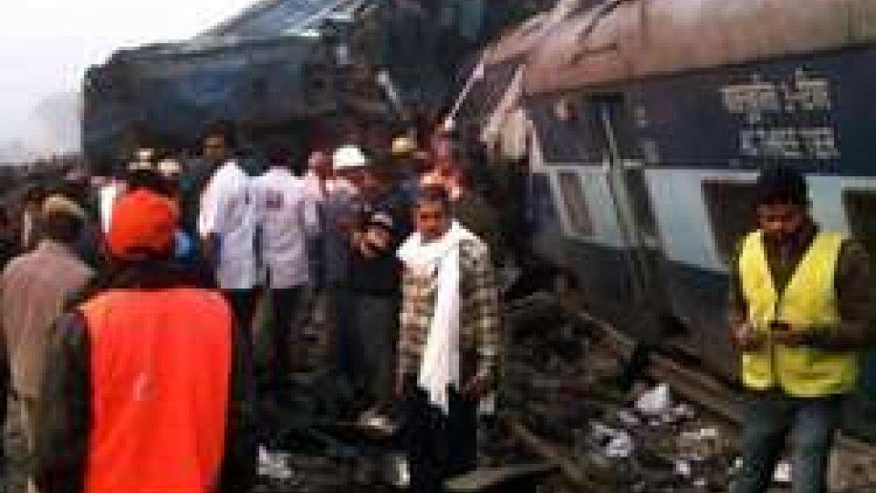 Deraglia treno in India: più di 100 morti