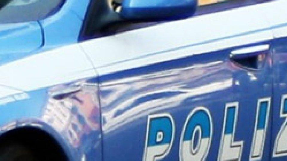 Pesaro, cade dalla finestra per sfuggire ai poliziotti: ferito 50enne