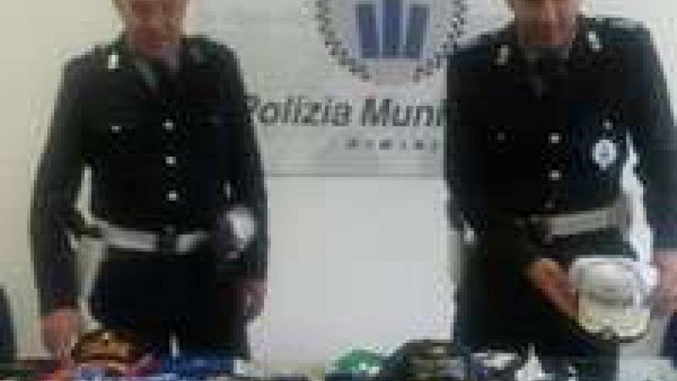 Abusivismo, la Polizia municipale di Rimini apre la stagione estiva con un maxi sequestro
