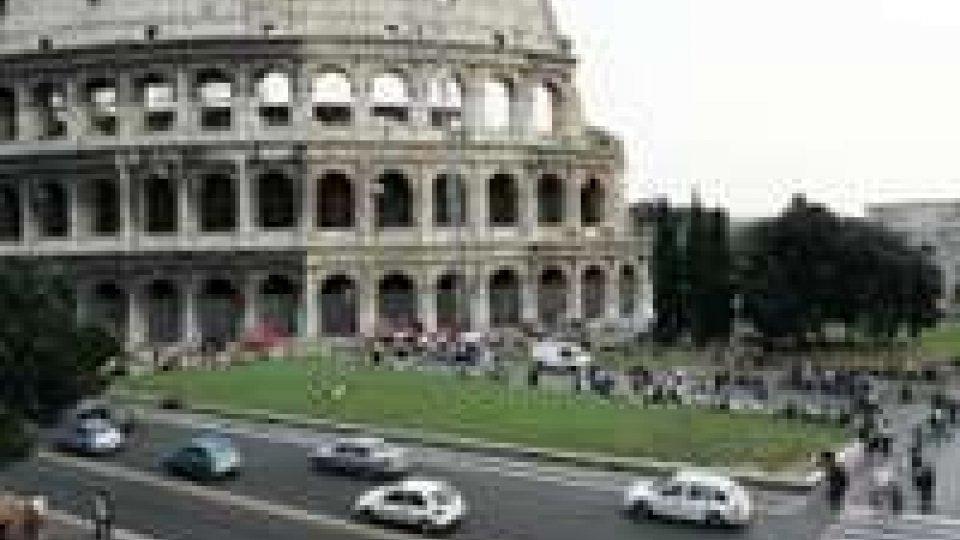 Il Colosseo di Roma in un anno si è inclinato di circa 40 centimetri