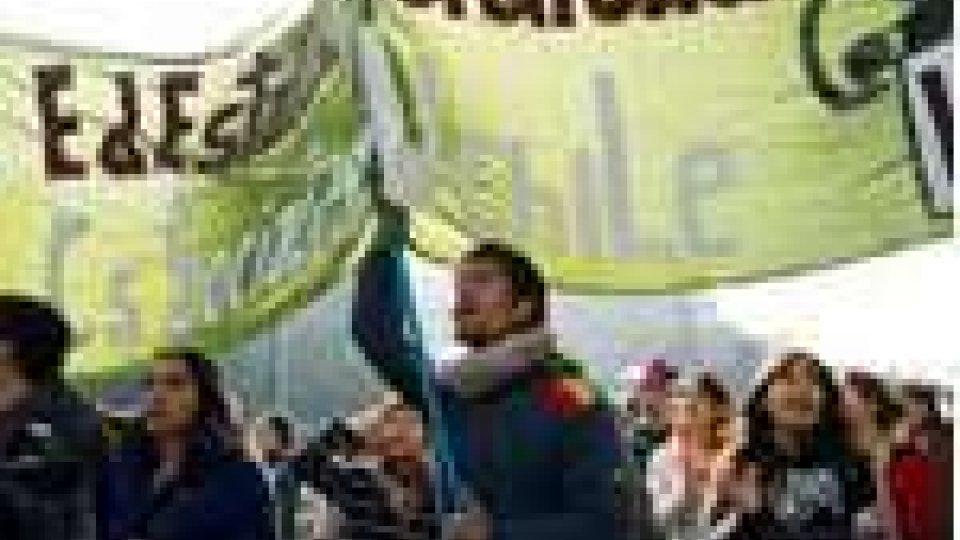 Continuano le manifestazioni degli studenti cileni