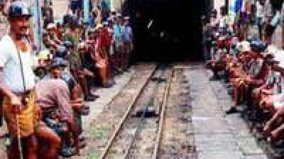India: 200 minatori intrappolati