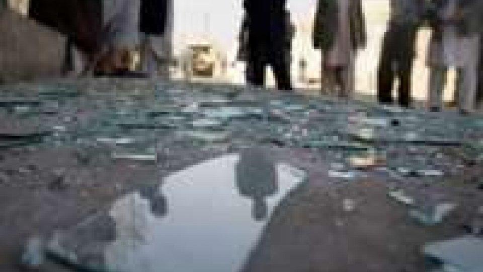 Afghanistan: 20 vittime in attentato suicida.