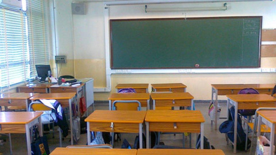 """Insegnanti scuole medie: """"Blocco degli scrutini, la mobilitazione continua!"""""""