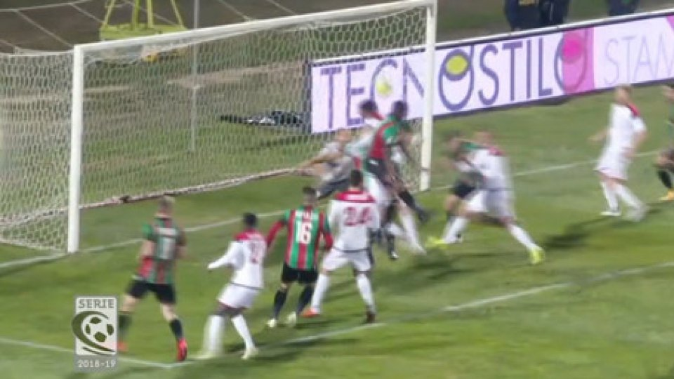 Ternana - Rimini 3-0Serie C Girone B: nel recupero della prima giornata la Ternana affonda il Rimini 3-0