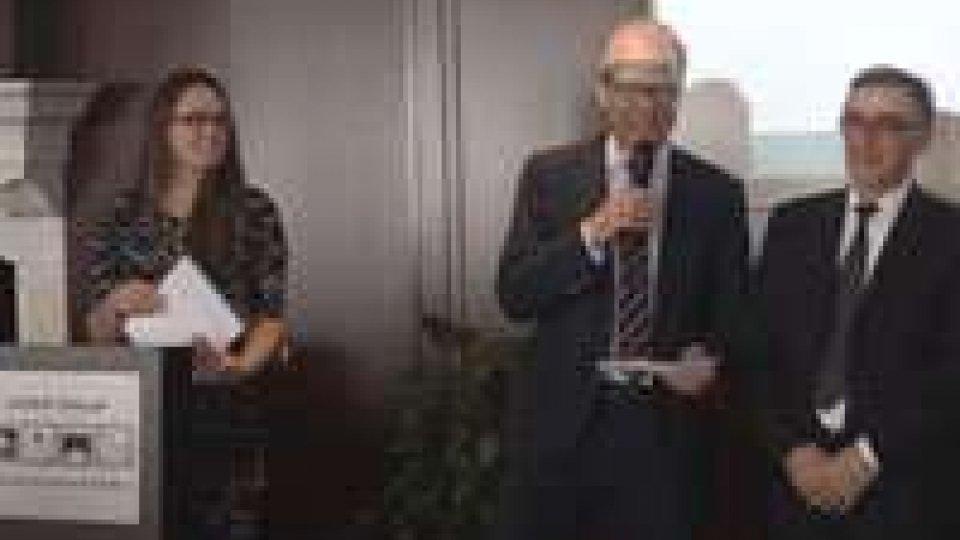Workshop Global Forum: il Segretario Capicchioni ha consegnati i diplomiWorkshop Global Forum: il Segretario Capicchioni ha consegnati i diplomi