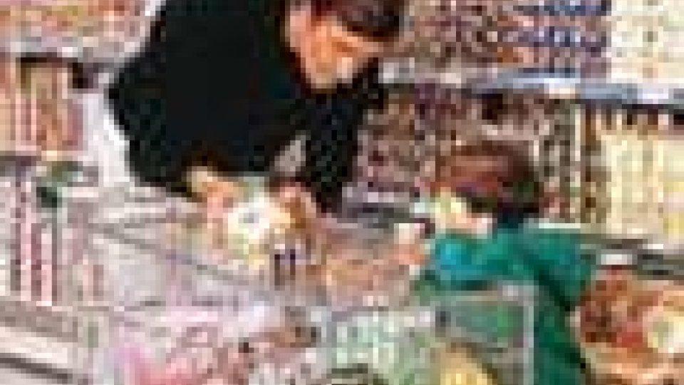 Consumi: si tagliano i beni superflui