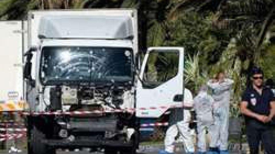 Nizza: killer legato a islamisti. Dispersi diversi italiani