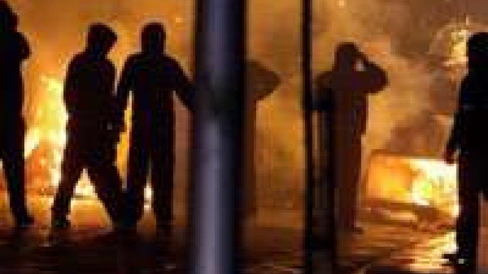 Notte di scontri a Belfast