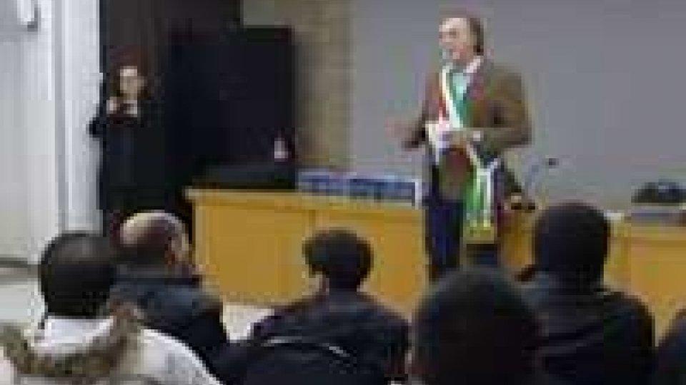 Longiano dà la cittadinanza onoraria ai figli di immigrati nati in Italia