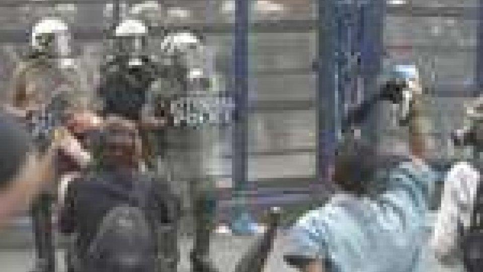 Proteste e scontri in Grecia. Papandreou verso le dimissioni