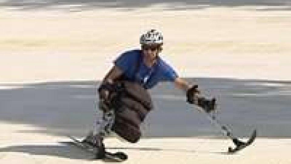 A SportInfiera gli atleti speciali sugli sci seguiti dal primo maestro di sci disabileA SportInfiera gli atleti speciali sugli sci seguiti dal primo maestro di sci disabile
