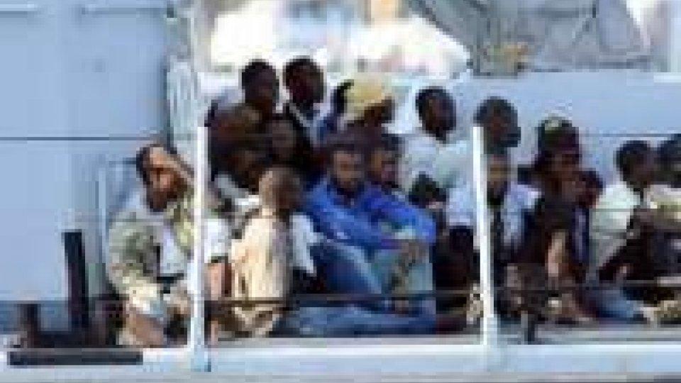 Gruppo 90 migranti somali su gommone deriva, morte tre donne