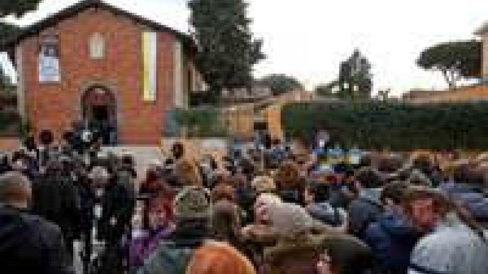 Papa Francesco visita e benedizione in campo rom