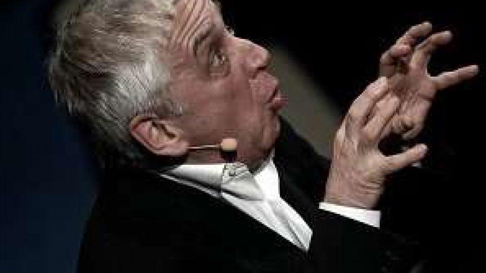 """Teatro, """"Ma te ci sei su Feizbuk""""?: Comaschi nella sua Bologna"""