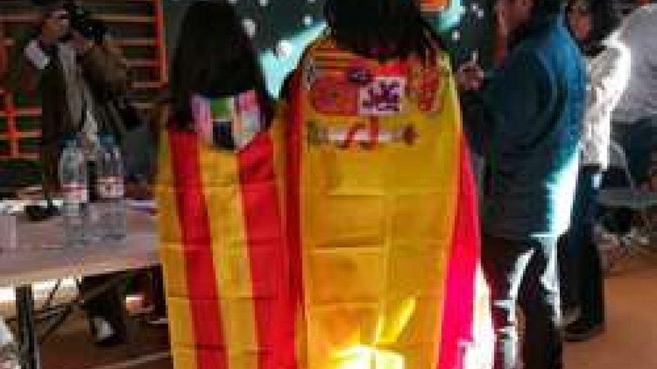 Catalani al votoCatalogna, il fronte indipendentista vince le elezioni catalane con la maggioranza assoluta dei seggi