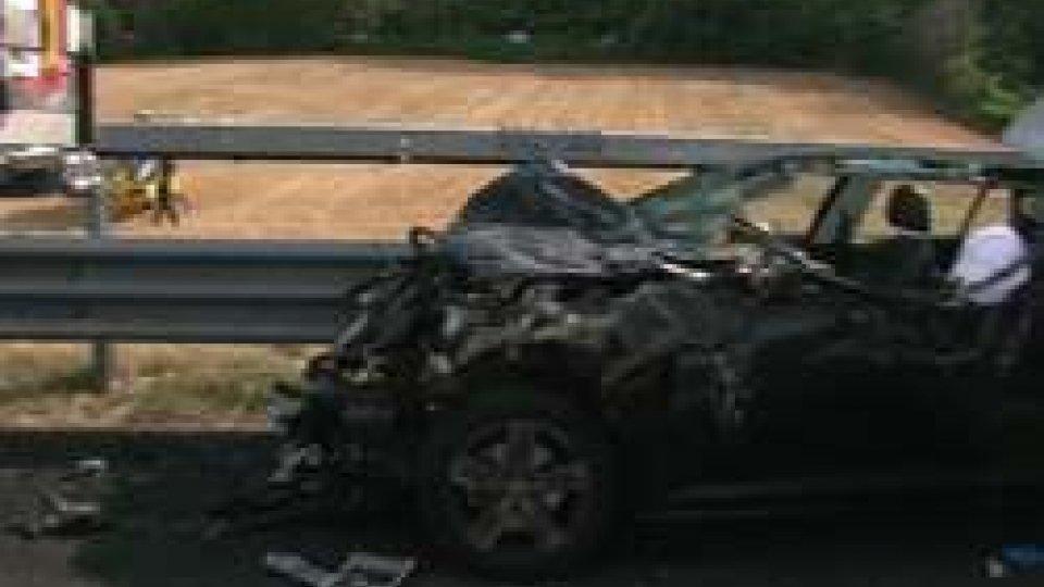 Incidente A14Incidente tra auto e tir in galleria nei pressi del casello Rimini Sud direzione Ancona