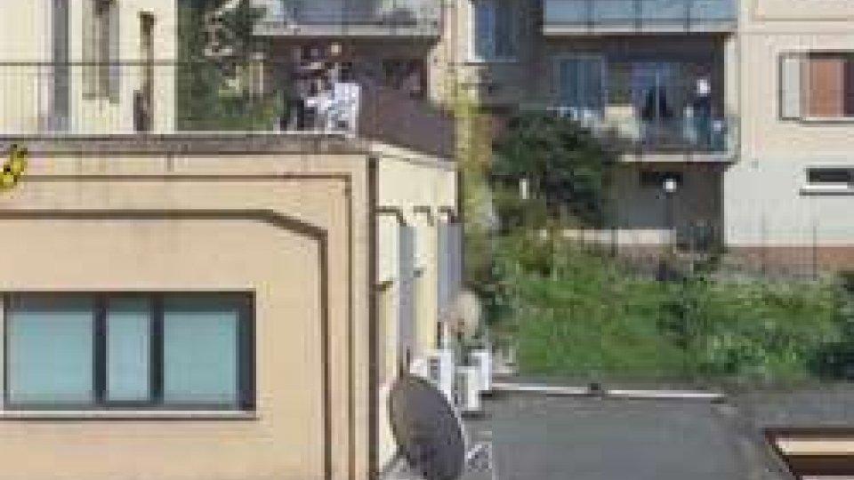 """Urbino: i vicini chiamano la Polizia """"due giovani sul balcone con fucile"""""""