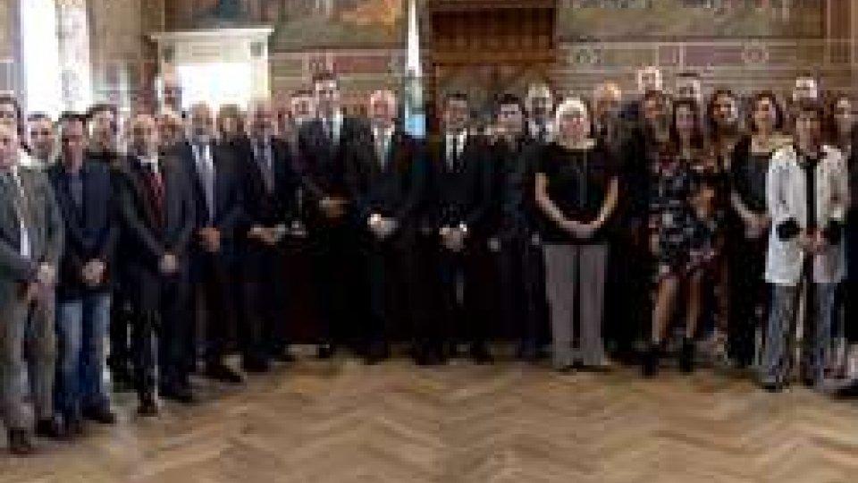 Foto di gruppo finaleSan Marino RTV ricevuta dalla Reggenza per i 25 anni