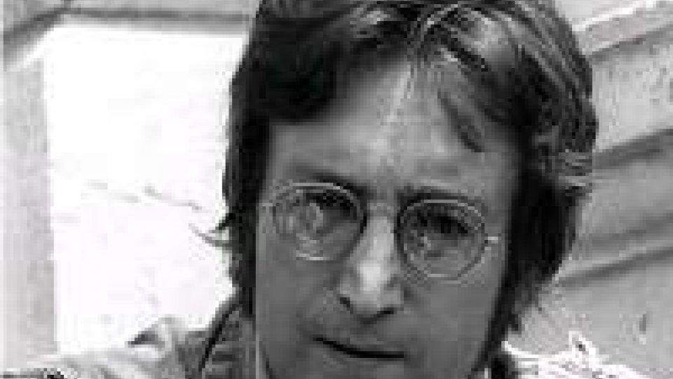 Catena umana record per i 75 anni di Lennon