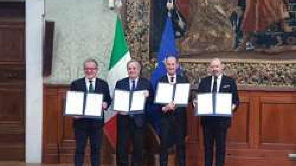 Firma dell'Accordo per maggiore autonomiaMaggiore autonomia per l'Emilia-Romagna, l'intervista a Bonaccini