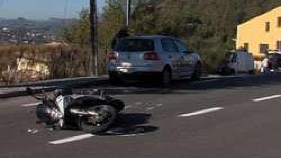 Auto contro moto: incidente a FiorentinoAuto contro moto: incidente a Fiorentino