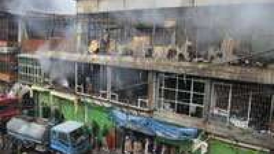 Kabul: fiamme distruggono 600 negozi