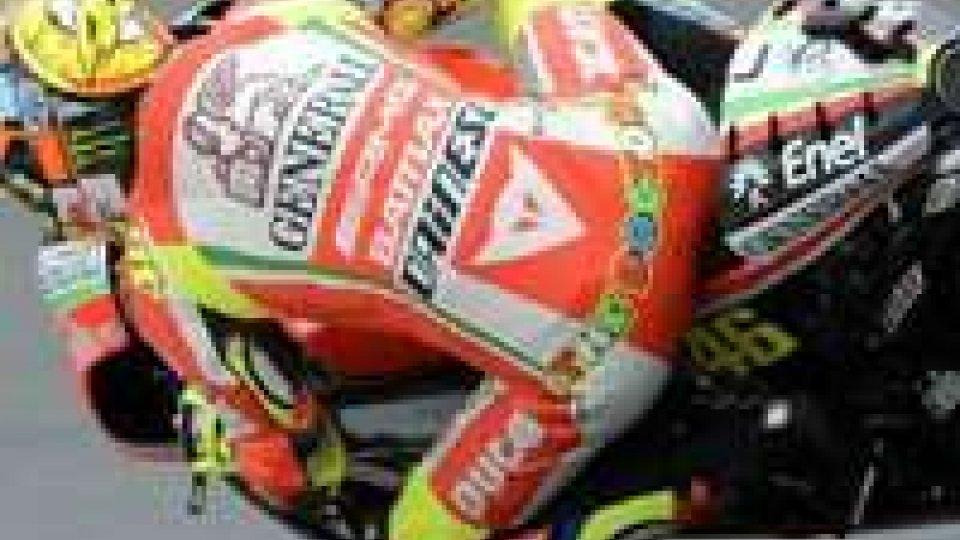 Motomondiale, sulla pioggia Rossi fa 2°. Vittoria a Lorenzo