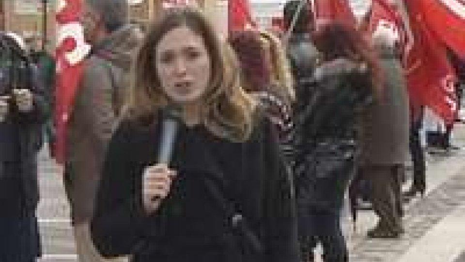 Rimini: i lavoratori scendono in piazza con la Cgil
