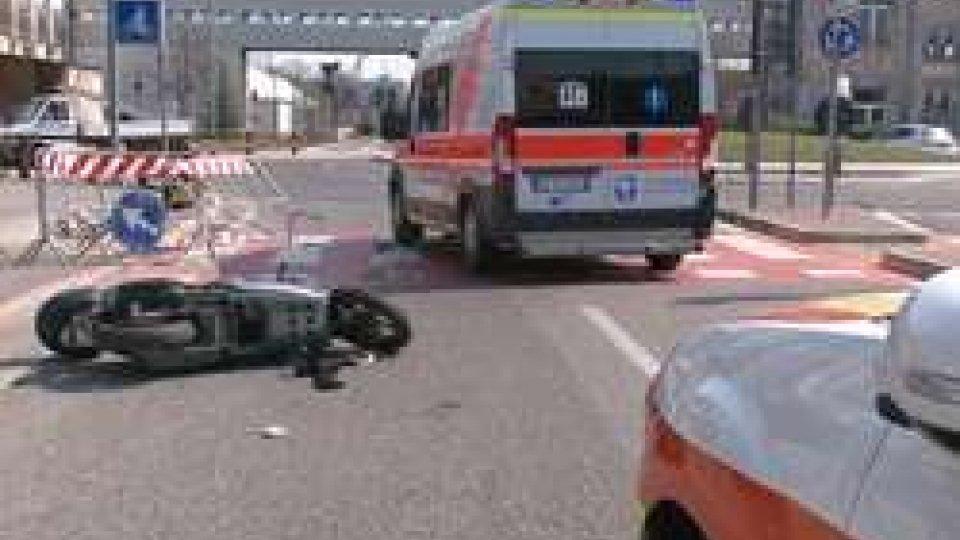 incidente FiabilandiaRimini: scooterista contro transenne - LE IMMAGINI -